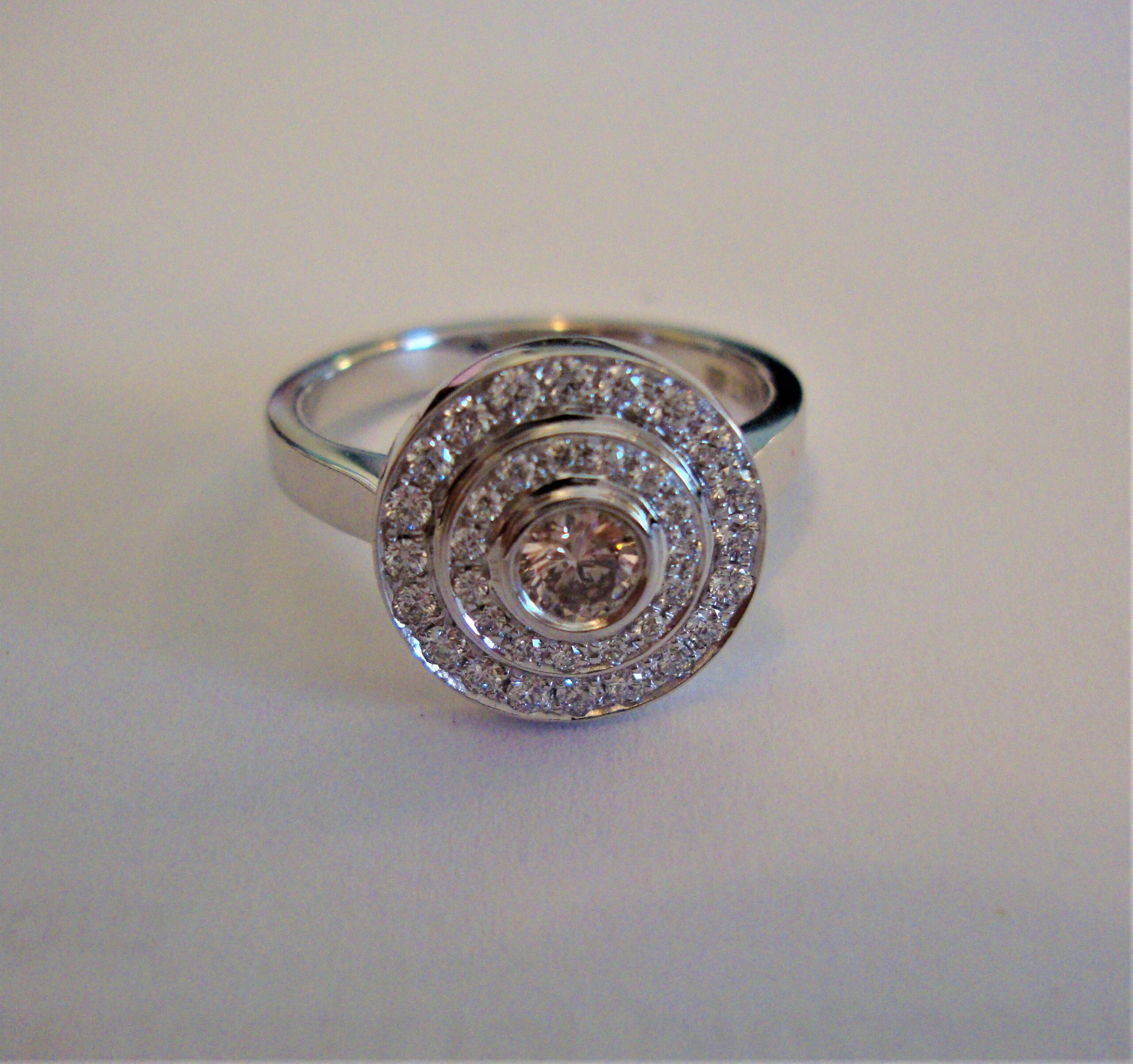 Lady's 0.15ct Argyle Pink Diamond Ring (0.47ct TW estimated)
