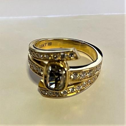 Lady's 1.32ct Fancy Intense Green Diamond Ring (2.11ct TW estimated)